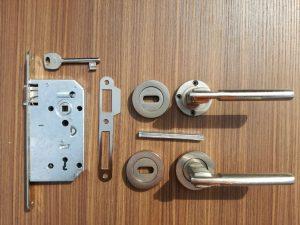 аксесори за интериорни врати