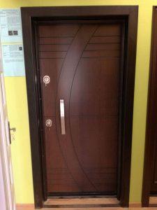 дизайнерска входна блиндирана врата