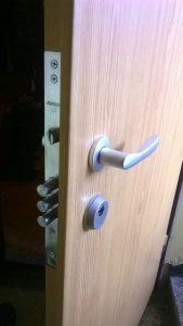 здрава брава за входна врата