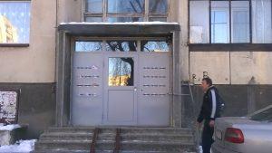 здрава входна метална врата