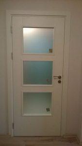 остъклена ламинирана МДФ врата