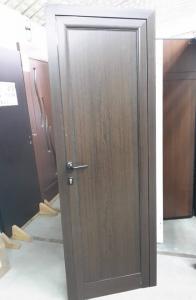 плътна алуминиева врата с цвят орех