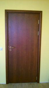 плътна ламинирана МДФ врата