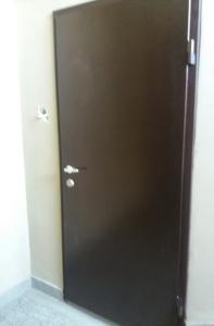 черна входна метална врата